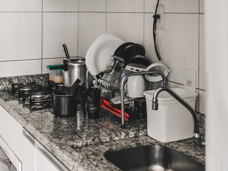 give your apartment a quick clean by washing your dishes